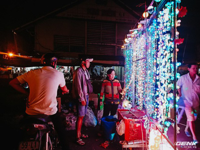Đời sống qua lăng kính smartphone (Kỳ 1): Người dân Sài Gòn nô nức trang trí phố xá đón Noel đến gần - Ảnh 4.