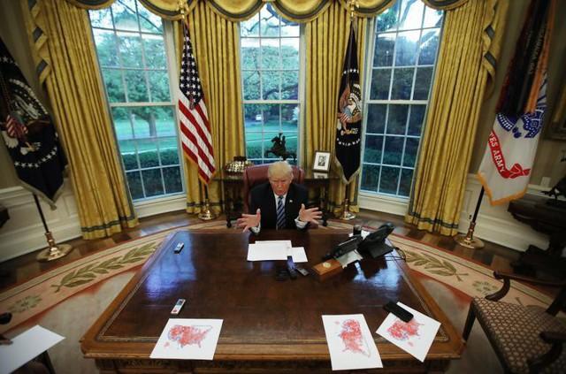 Tổng thống Mỹ Donald Trump phát biểu trong một cuộc phỏng vấn với Reuters tại Phòng hình bầu dục của Nhà Trắng tại Washington, ngày 27 tháng 4.