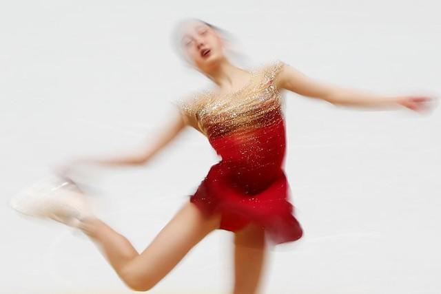 Hình ảnh vận động viên Marin Honda (Nhật Bản) tại cuộc thi trượt băng nghệ thuật Grand Prix ở Bắc Kinh (Trung Quốc).