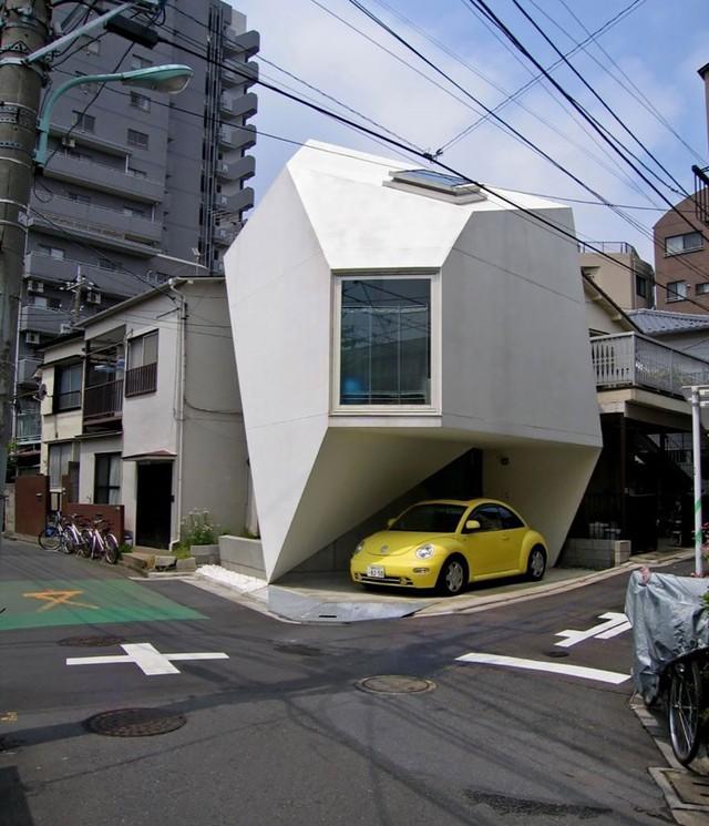 Căn nhà siêu nhỏ ở thành phố Tokyo còn có cả garage xe hơi.