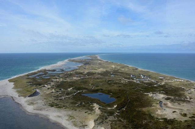 Hòn đảo giữa đại dương mênh mông này là mồ chôn của nhiều tàu thuyền bị đắm khi vượt biển.