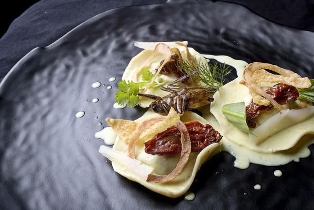 Đầu bếp Thái Lan biến côn trùng thành đồ ăn cao cấp - Ảnh 5.