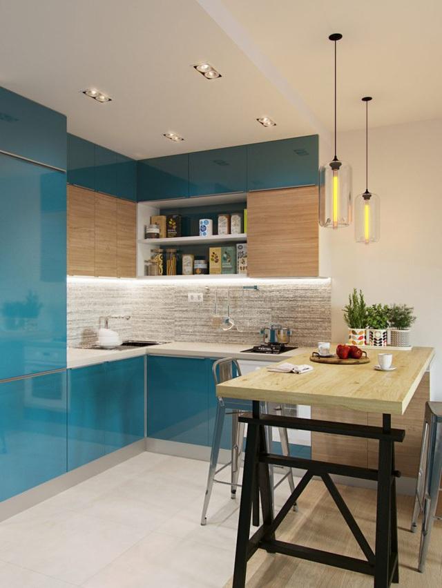 Góc bếp và bàn ăn tuy nhỏ nhưng được thiết kế khá hợp lý và thuận tiện. Hệ thống tủ kệ bếp hoàn toàn khép kín khiến cho không gian trở nên ngăn nắp mà không bị rối mắt.