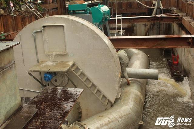 [Ảnh]: Tận mắt thấy siêu máy bơm chống ngập thần tốc ở Sài Gòn - Ảnh 5.