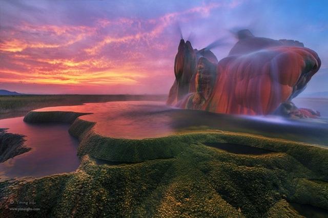 Mạch nước phun Fly Geyser ở Mỹ đẹp tựa như một chốn thiên đường mà ta chỉ có thể thấy trong những bộ phim hoạt hình.