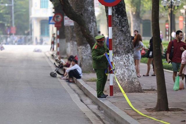 Cập nhật: Tổng thống Mỹ Donald Trump tới Hà Nội, an ninh thắt chặt tại các tuyến đường trung tâm - Ảnh 5.
