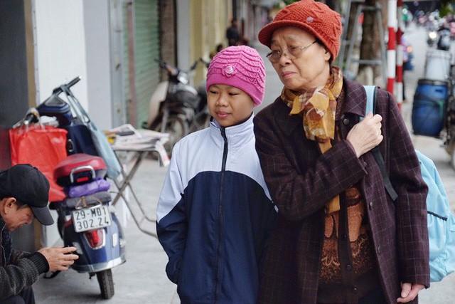 Chùm ảnh: Người Hà Nội co ro xuống phố trong cái lạnh kỷ lục từ đầu mùa - Ảnh 5.