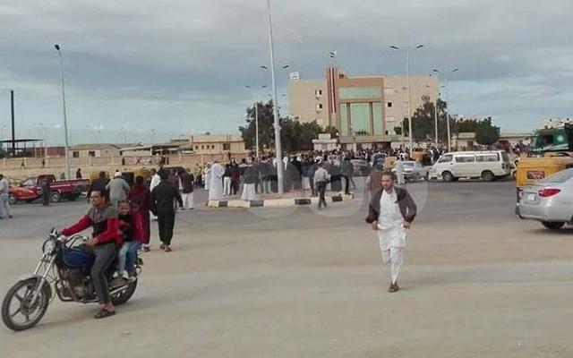 Cảnh tang thương trong vụ tấn công tồi tệ bậc nhất lịch sử Ai Cập làm 235 người chết - Ảnh 5.