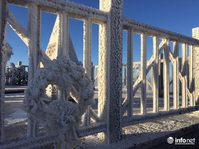 Nhiệt độ xuống âm 7 độ C, đỉnh Fansipan phủ trắng băng tuyết - Ảnh 5.