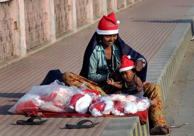 Vẫn quá sớm để những đứa trẻ này hiểu được rằng, ông Noel không thể đến với tất cả mọi người.