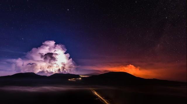 Một đợt phơi nhiễm kéo dài cho thấy, dung nham đang chảy từ Piton de la Fournaise, một trong những ngọn núi lửa hoạt động mạnh nhất trên đảo Reunion của Ấn Độ Dương, ngày 3 tháng 2.