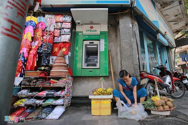 Những xó xỉnh rút tiền ở Hà Nội - Ảnh 6.