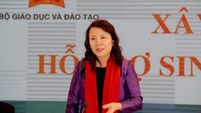 Thứ trưởng Bộ GD&ĐT Nguyễn Thị Nghĩa ghi nhận các ý kiến đóng góp cho đề án. Ảnh: Nguyễn Thảo
