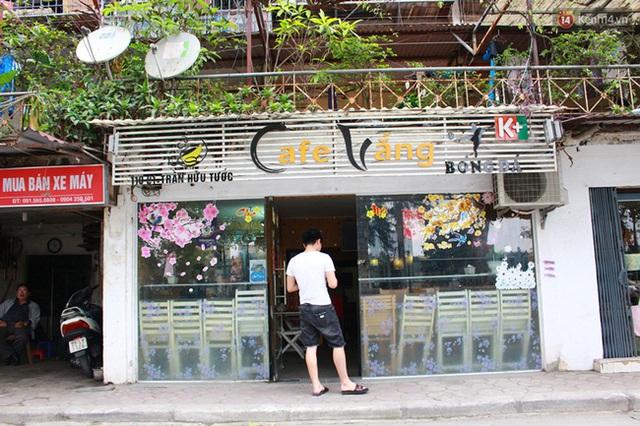 Quán cafe Vắng nằm trên phố Trần Hữu Tước.