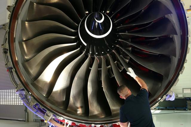 Một động cơ phản lực Trent XWB có giá trung bình 20 triệu USD. Chúng phải trải qua khâu chế tạo, lắp ráp và kiểm tra tỷ mỉ trước khi đủ điều kiện để lắp lên những chiếc máy bay. Ảnh: Getty