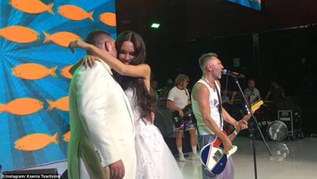 Đám cưới có sự tham gia của các ca sĩ, nhóm nhạc nổi tiếng tại Nga.