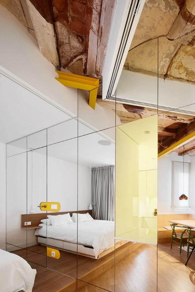 Được thay cửa và tường bằng gương, căn nhà cũ thay đổi không ngờ - Ảnh 6.