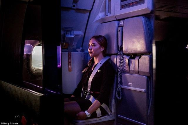 Chùm ảnh: Cuộc sống bí ẩn của các tiếp viên hàng không ở độ cao hơn 9.000m - Ảnh 6.