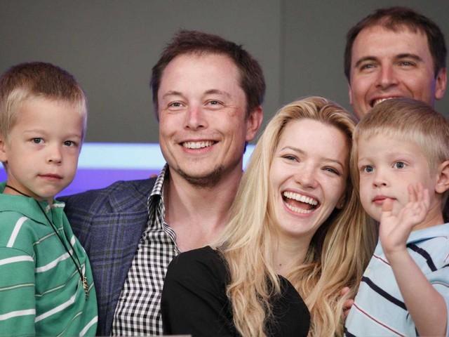 Sau khi ly dị, tỷ phú trẻ tuổi Elon Musk bắt đầu hẹn hò với nữ diễn viên Talulah Riley.