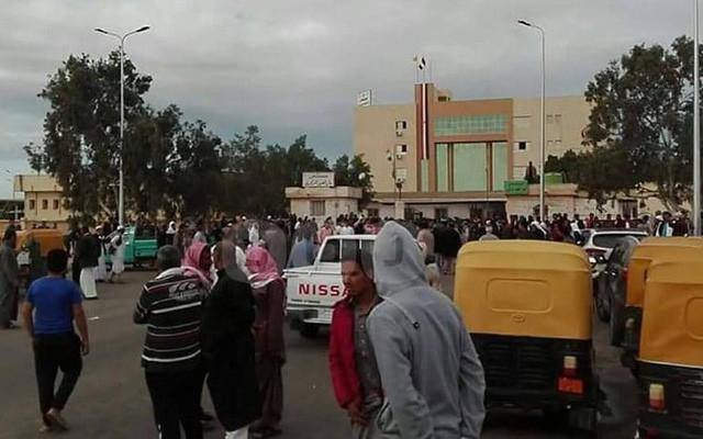 Cảnh tang thương trong vụ tấn công tồi tệ bậc nhất lịch sử Ai Cập làm 235 người chết - Ảnh 6.