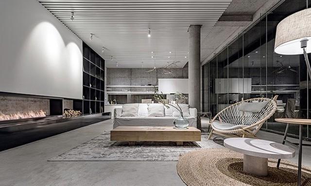 Với nội thất sang trọng, không ai nghĩ đây là phòng khách được cải tạo từ căn nhà cũ ở vùng nông thôn.