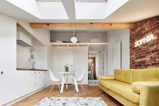 Gác mái được thiết kế thêm gác xép phía trên phòng tắm để bố trí nơi nghỉ ngơi riêng biệt, yên tĩnh.
