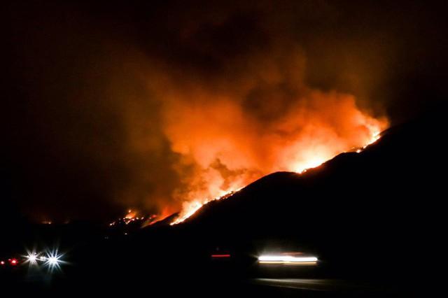 Mỹ: Cháy lớn tương đương diện tích 37.000 sân bóng đá khiến California như rơi vào ngày tận thế - Ảnh 6.