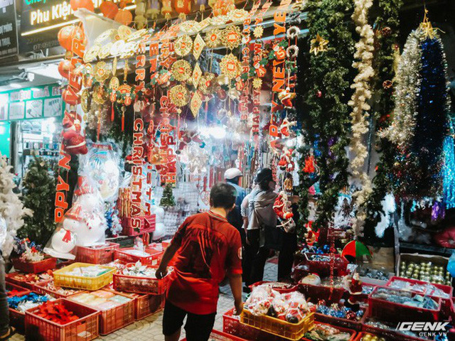 Đời sống qua lăng kính smartphone (Kỳ 1): Người dân Sài Gòn nô nức trang trí phố xá đón Noel đến gần - Ảnh 6.