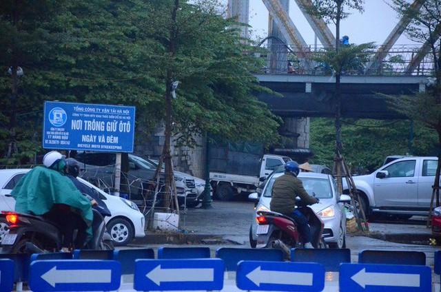 """Phí trông giữ xe ô tô ở Hà Nội lên đến 4 triệu đồng/ tháng, nhiều người phải lao đao """"méo mặt"""" đi tìm chỗ gửi xa nhà - Ảnh 5."""