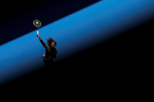 Vận động viên Serena Williams (Mỹ) thi đấu với Nicole Gibbs (Mỹ) trong khuôn khổ Giải quần vợt Úc Mở rộng 2017 tại Melbourne, Úc, ngày 21 tháng 1.
