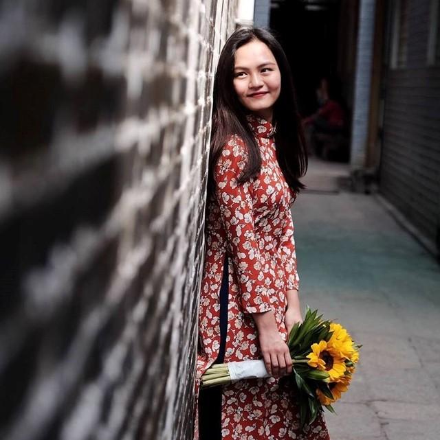 Sinh ra tại thị trấn Châu Ổ, một địa phương nghèo tại miền Trung, Tường An tự học tiếng Anh trên mạng. Nữ sinh đã trở thành niềm tự hào của học sinh Quảng Ngãi. Ngoài thành tích học tập đáng nể, cô còn được biết đến là học giả trẻ toàn cầu của Đại học Yale, Mỹ năm 2014.