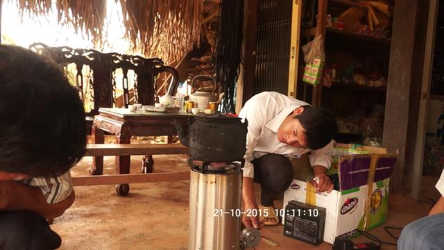 Thử nghiệm bếp hóa sinh khối tại Hà Giang.