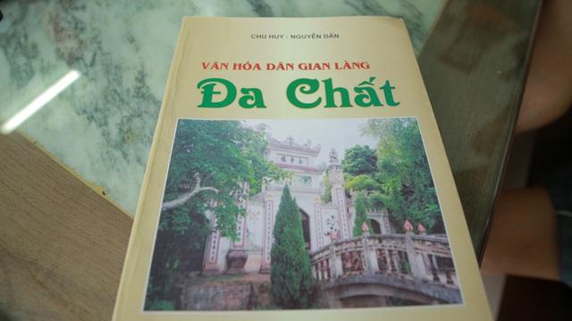 Cuốn sách mà bác Mai giới thiệu với chúng tôi.