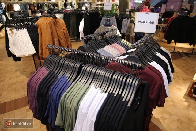 Pull&Bear Việt Nam: Giá rẻ hơn Thái Lan, áo phông giá từ 149.000 đồng, quần jeans từ 699.000 đồng - Ảnh 7.