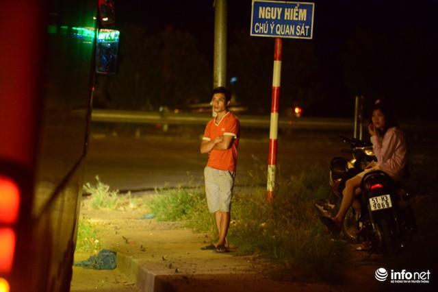 Hà Nội: Vạ vật đến nửa đêm vẫn không bắt nổi xe khách về quê nghỉ lễ 2/9 - Ảnh 7.