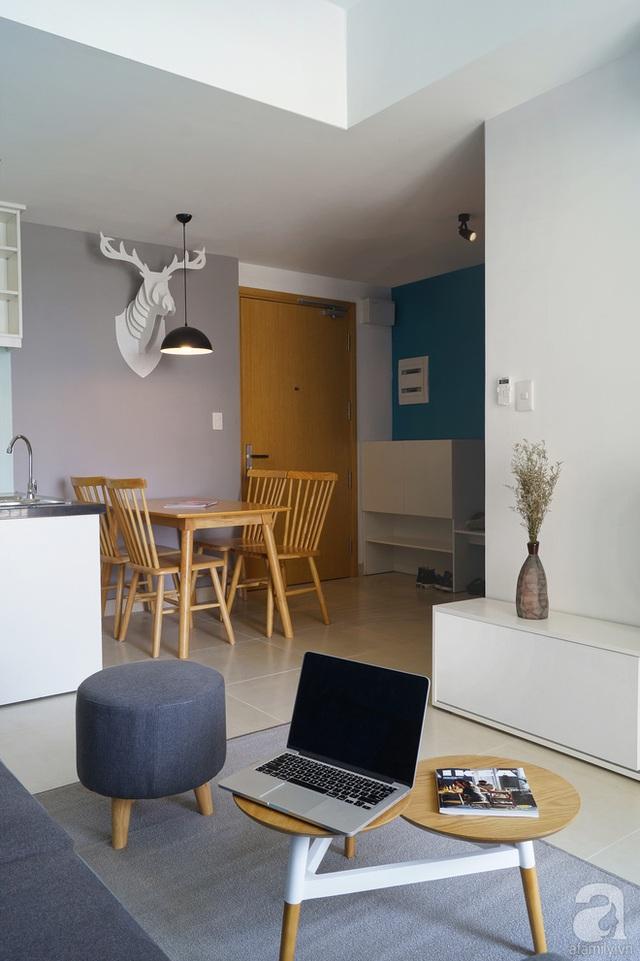 Không gian sảnh ra vào nhà được tận dụng tối đa với tủ giày, bàn ăn nhỏ gọn.