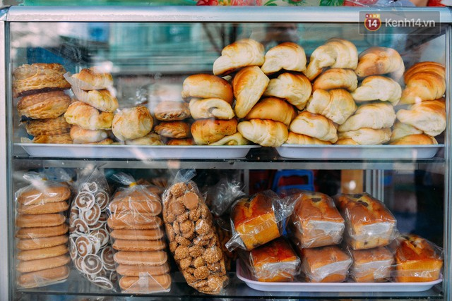 Để phụ vụ nhu cầu của thực khách, quán Mười còn có thêm nhiều loại loại bánh ngọt, sữa đậu nành, yaourt, café...