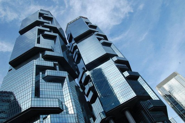 Còn đây là tòa nhà Lippo Center, được coi là một nạn nhân của tòa tháp Ngân Hàng