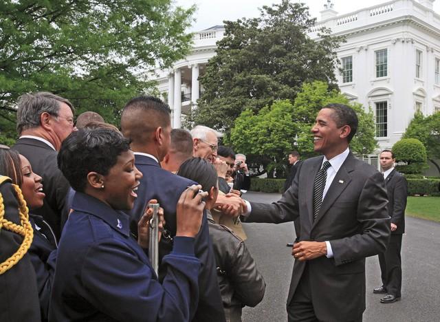 Một trong những hình ảnh hiếm hoi của ông Obama mà Harry Benson có thời cơ được chụp lại.