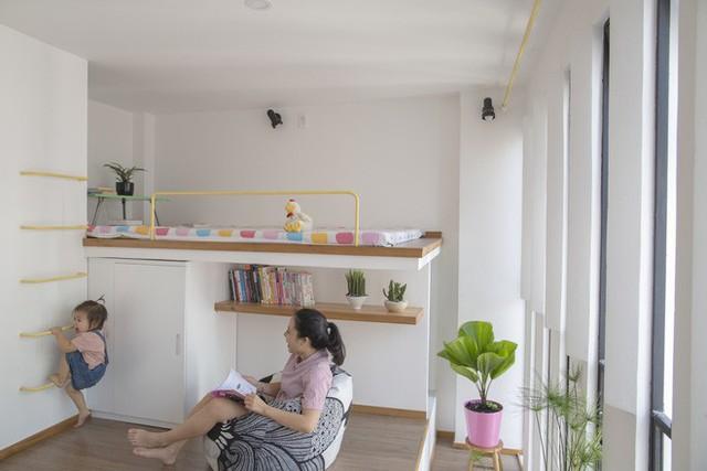 Dù nhà nhỏ nhưng chủ nhân rất chú trọng đến việc mang cây xanh vào trong nhà.