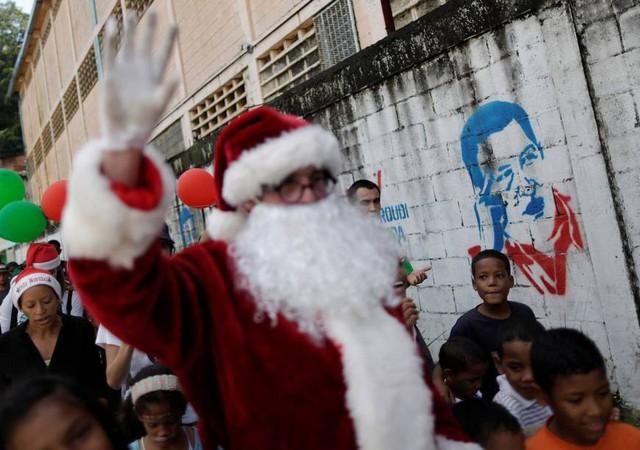 Ông Noel có thể không đến với tất cả mọi người, nhưng tình yêu thương thì có.