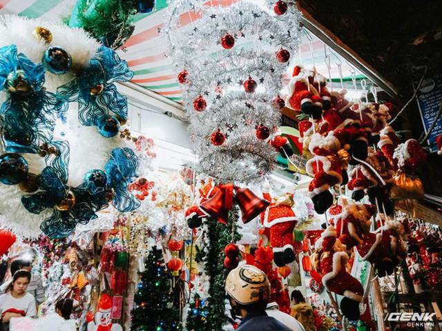 Đời sống qua lăng kính smartphone (Kỳ 1): Người dân Sài Gòn nô nức trang trí phố xá đón Noel đến gần - Ảnh 7.