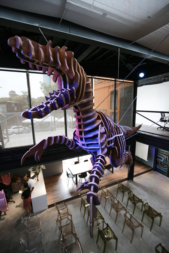 Đặc biệt, mô hình chú khủng long bằng gỗ dài 7m là dự án mà Kiên tâm đắc nhất