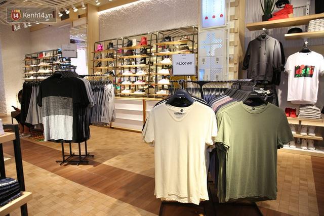 Pull&Bear Việt Nam: Giá rẻ hơn Thái Lan, áo phông giá từ 149.000 đồng, quần jeans từ 699.000 đồng - Ảnh 8.