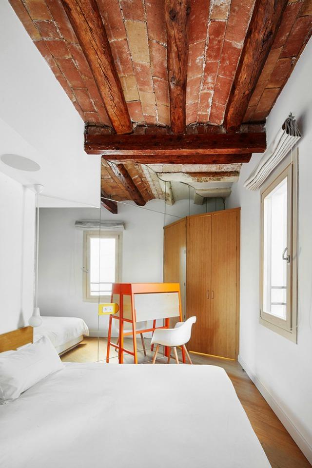Được thay cửa và tường bằng gương, căn nhà cũ thay đổi không ngờ - Ảnh 8.