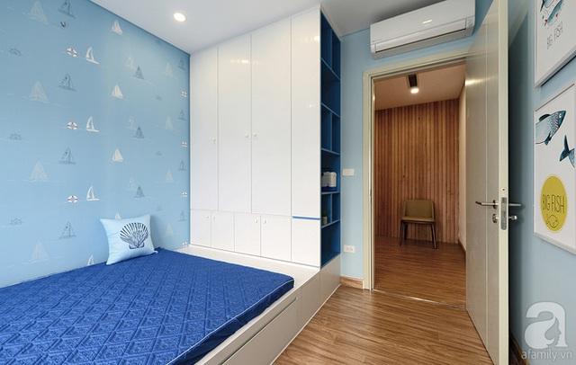 Trong phòng bé trai, hệ giường và tủ được tích hợp trong 1 khối.