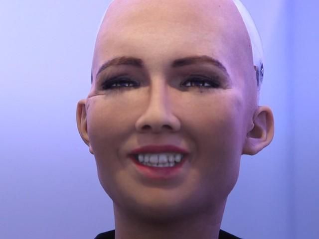 Mặc dù hiện nay, khả năng biểu cảm của Sophia vẫn còn khá hạn chế. Nhưng nó vẫn có thể bộc lộ niềm hạnh phúc bằng cách cười.