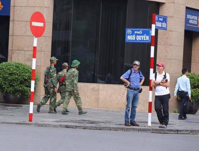 Cập nhật: Tổng thống Mỹ Donald Trump tới Hà Nội, an ninh thắt chặt tại các tuyến đường trung tâm - Ảnh 8.