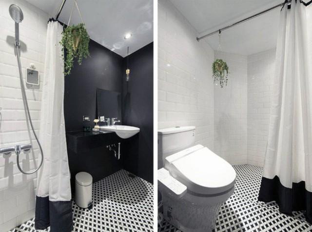 Phòng tắm được bố trí bên trong cùng của căn hộ, cạnh không gian nghỉ ngơi trên gác xép.