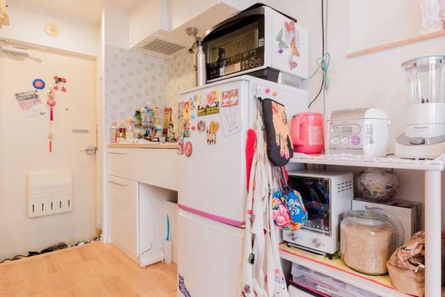 Khu bếp nấu nhỏ nhưng có võ khi rất gọn gàng.